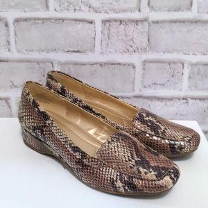 Bandolino Snakeskin Loafers Size 8